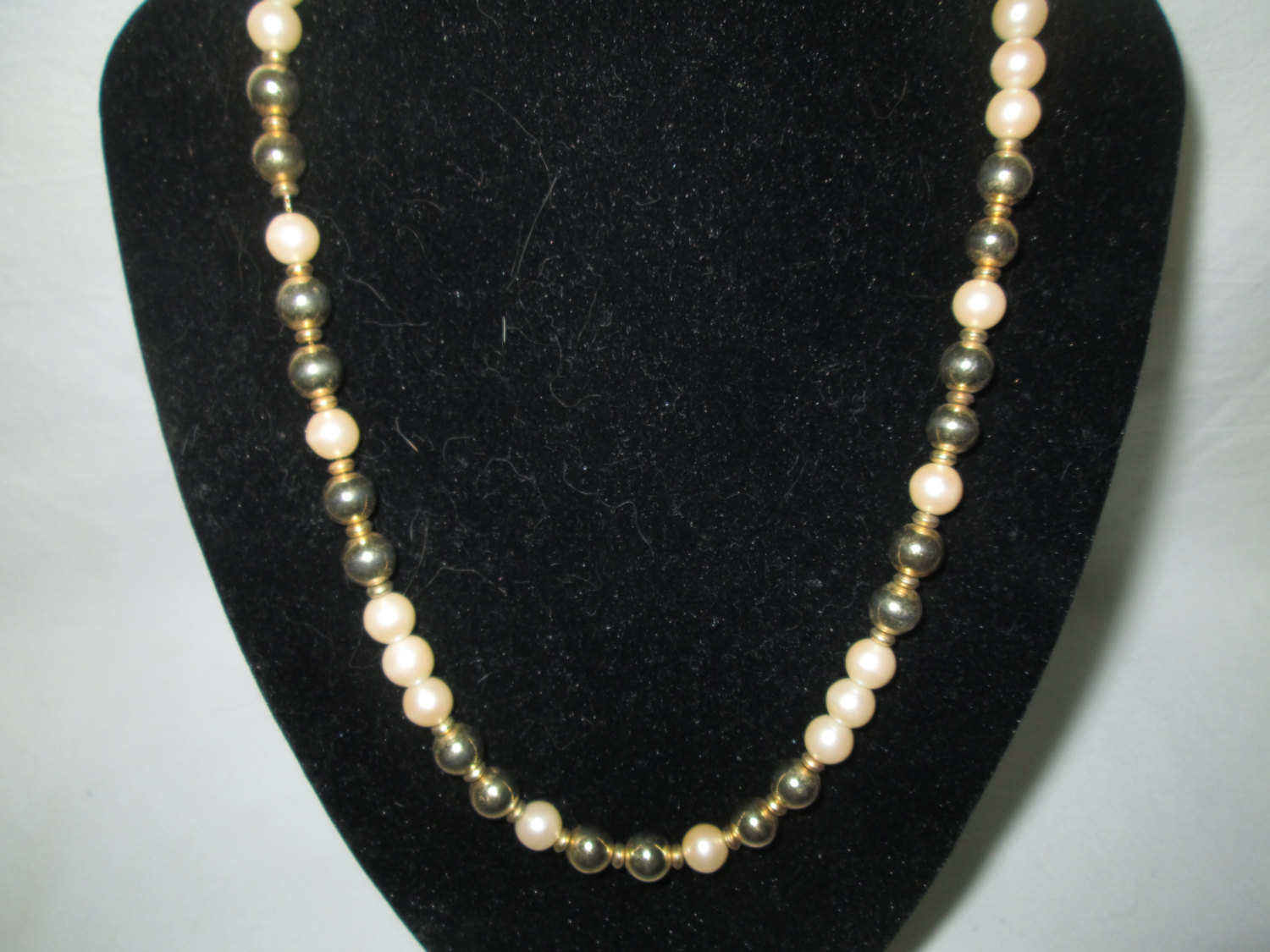 Beautiful Vintage Gold And Ivory Faux Pearl Necklace Gold Clasp