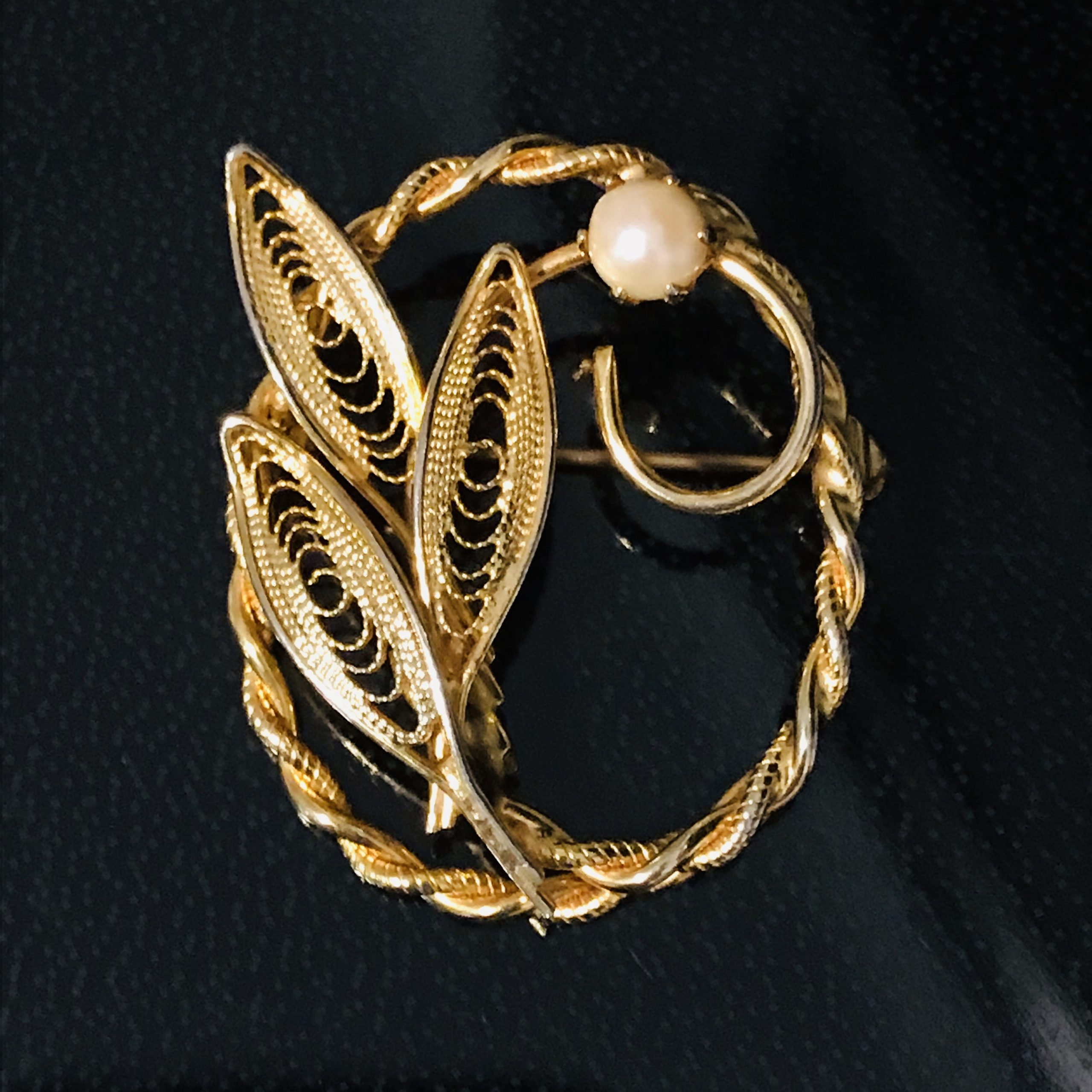 collectible jewelry Gold BroochPin vintage