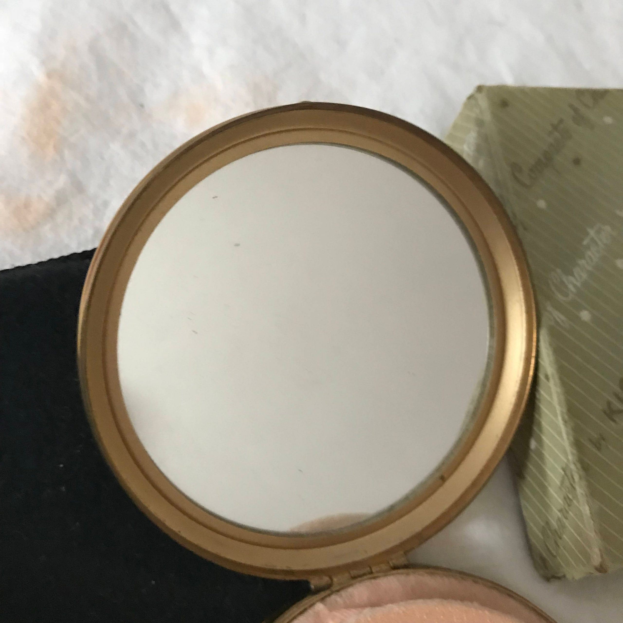 Vintage compact with the original box and pouch