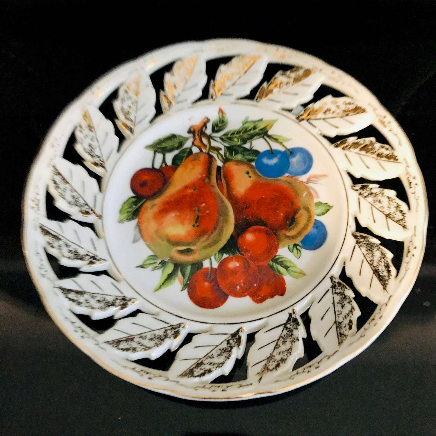 Vintage Plate Reticulated Edge Bright Colored Fruit Pattern Gold Trimmed Leaves Edge Farmhouse Wall Decor Display Cottage Kitchen Carol S True Vintage And Antiques