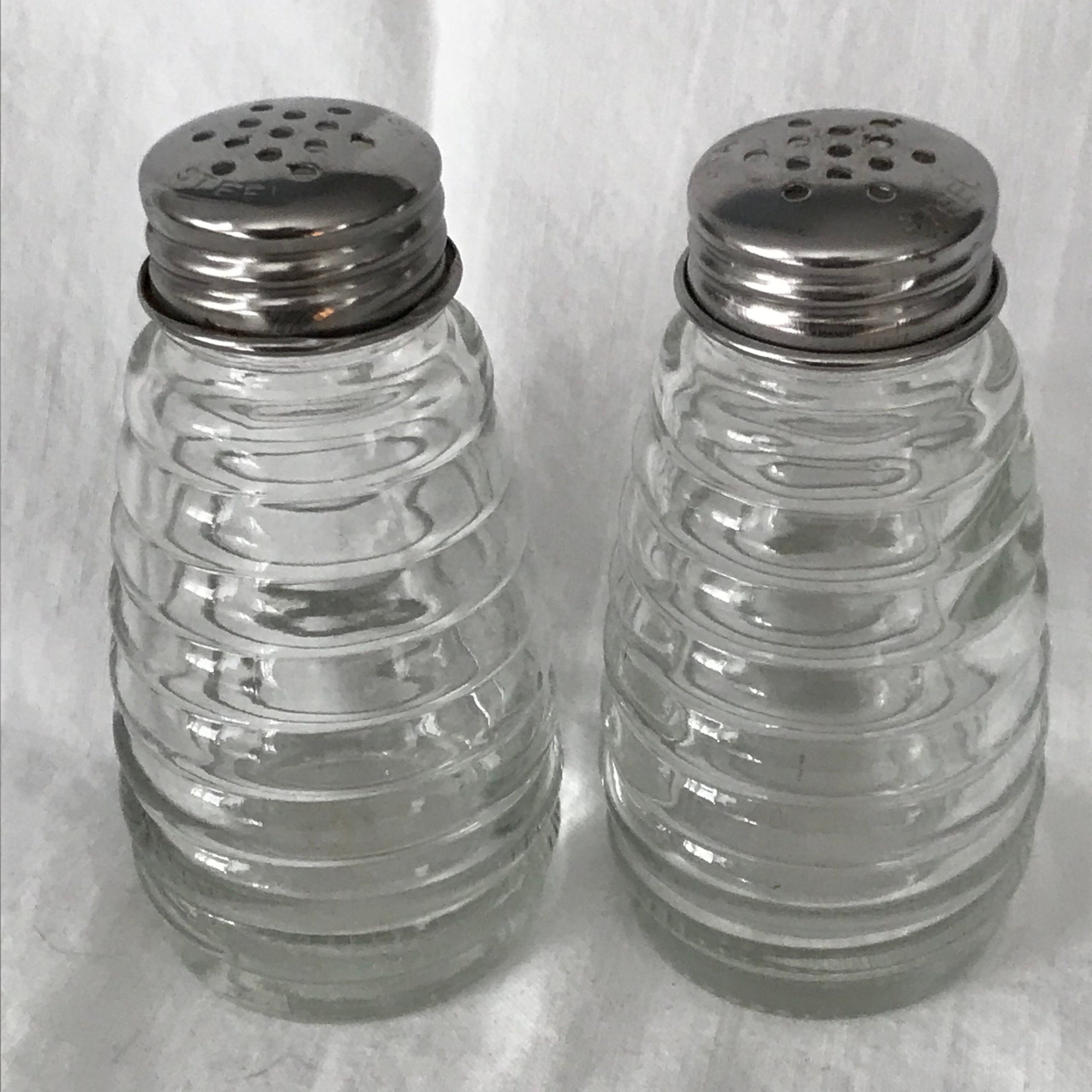 Vintage Salt Pepper Shakers Bee Hive Pattern Glass Retro Kitchen Collectible Display Chrome Lids Farmhouse Table Top Stove Top Patio Carol S True Vintage And Antiques