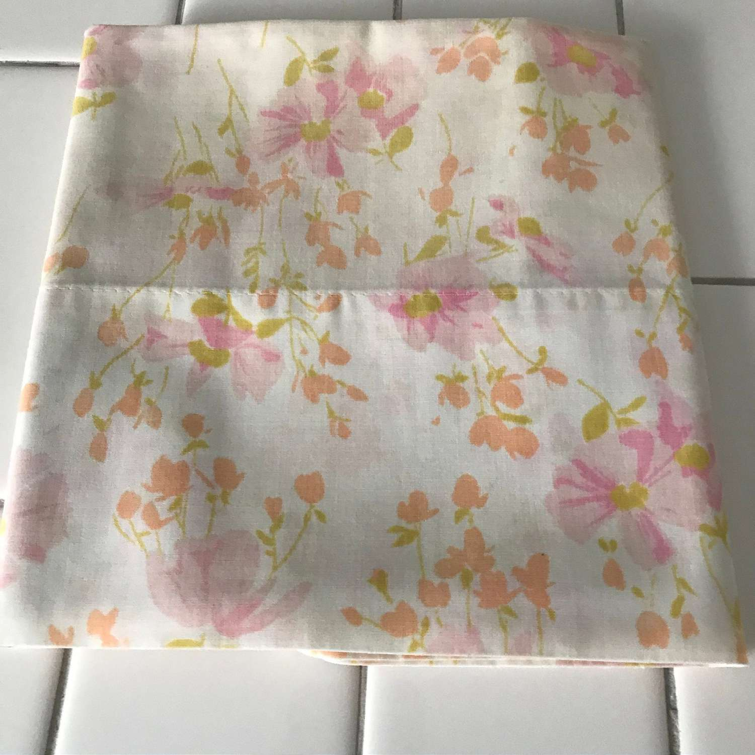 Vintage Standard size pillowcase peach pink light green Bed /& Breakfast collectible display bedroom farmhouse cottage