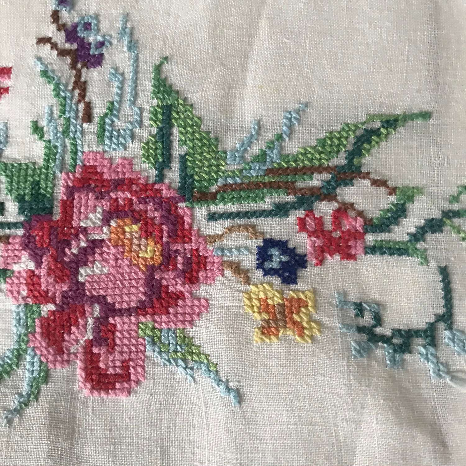 Vintage Embroidered TULIPS guest towel Cross stitch tea towel Retro kitchen linen Machine embroidery Monogram towel Housewarming For her