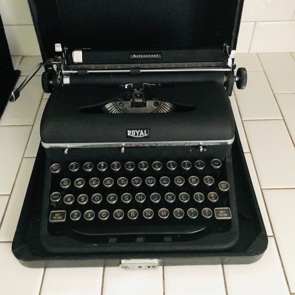 Royal Aristocrat Manual Typewriter in Original case 1930's Exceptionally Clean working condition with key and original cleaning brush